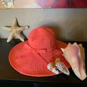 Women's floppy beach hat